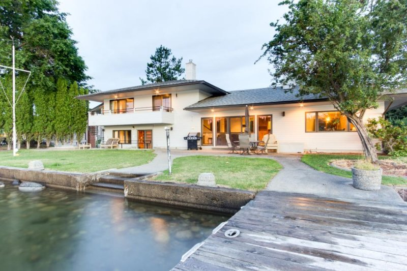 Spacious riverfront home w/private boat launch, dock & hot tub! - Image 1 - Coeur d'Alene - rentals