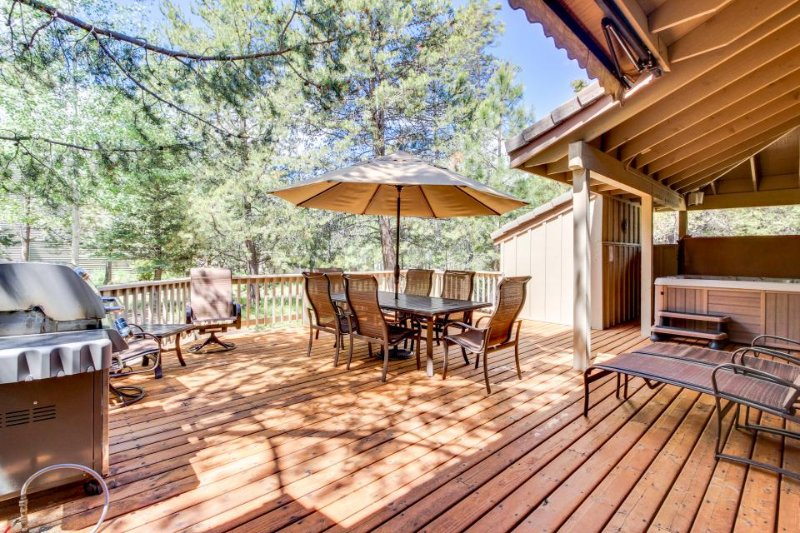 Dog-friendly Sunriver home with private hot tub, resort amenities, SHARC access! - Image 1 - Sunriver - rentals