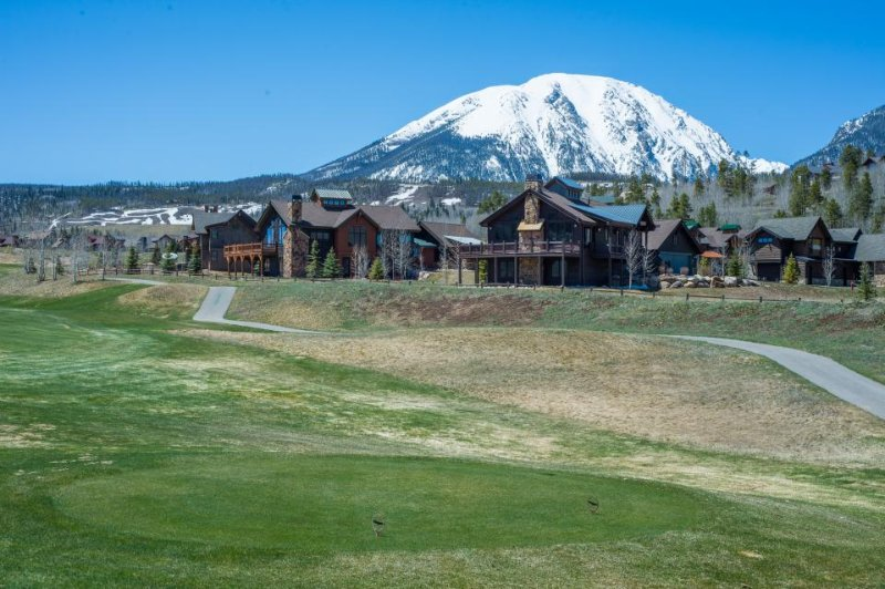 Gorgeous home near golf course and with room for eight! - Image 1 - Silverthorne - rentals