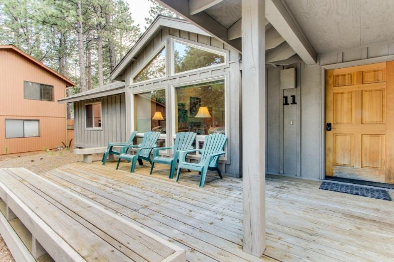Family-friendly Sunriver home with private hot tub, SHARC passes! - Image 1 - Sunriver - rentals