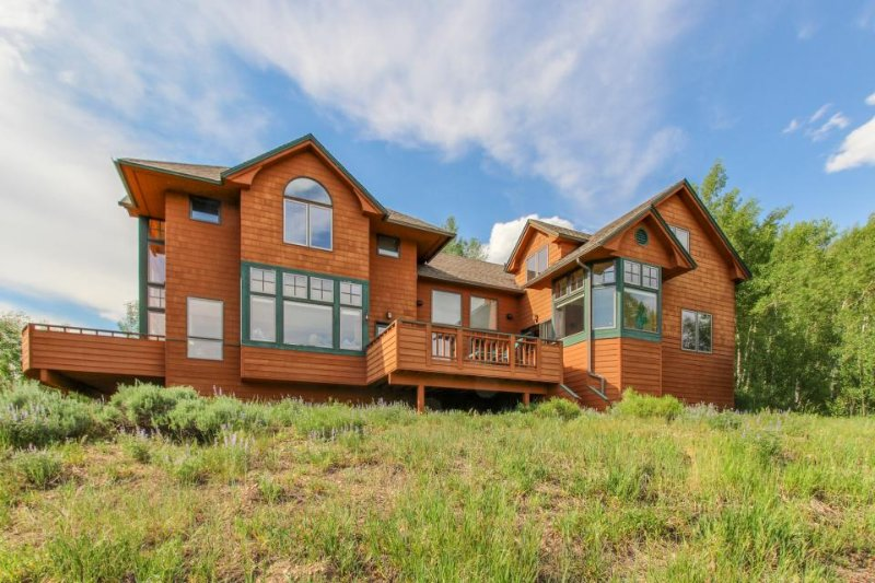 Mountain chalet w/ awe-inspiring lake & mountain views from every room! - Image 1 - Silverthorne - rentals