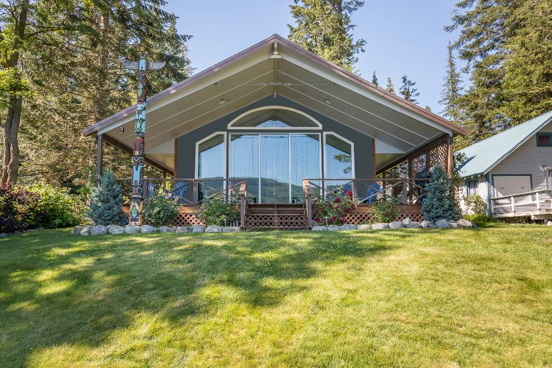 Twin Lakes Retreat, enjoy the sliding glass wall of windows onto the deck. - Need a Quick Weekend Getaway? Lakefront View! - Rathdrum - rentals