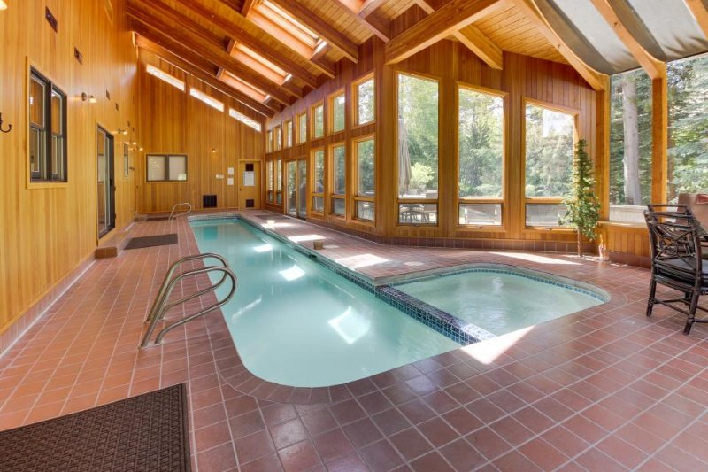 Incredible views & private indoor pool, hot tub, and SHARC access! - Image 1 - Sunriver - rentals