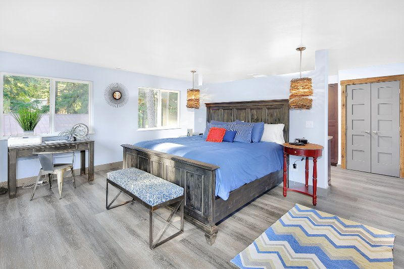 Master bedroom with king size bed and flat screen TV and ensuite bathroom. - Grab the Last Open Weeks in July & August! - Rathdrum - rentals