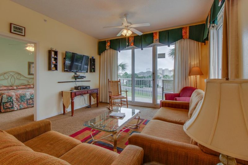 Resort property with three shared pools, a hot tub, gym & beach access! - Image 1 - Destin - rentals