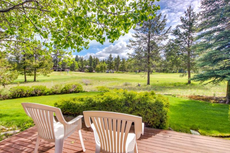 Laid-back, bright and spacious Sunriver home with private hot tub! - Image 1 - Sunriver - rentals
