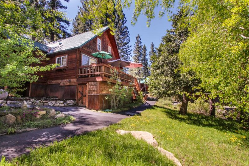 Charming, family-friendly cabin near Prosser Reservoir, skiing & golf! - Image 1 - Truckee - rentals