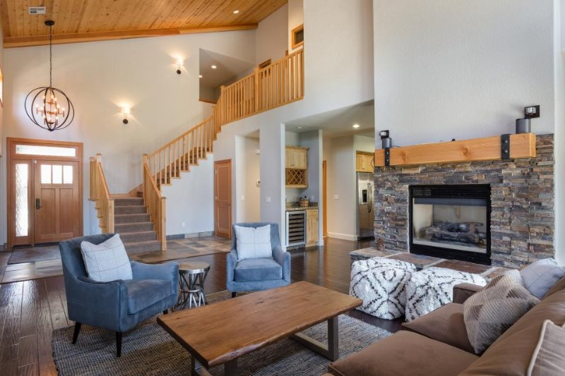 Modern and elegant townhome close to skiing, golf, and downtown Truckee! - Image 1 - Truckee - rentals