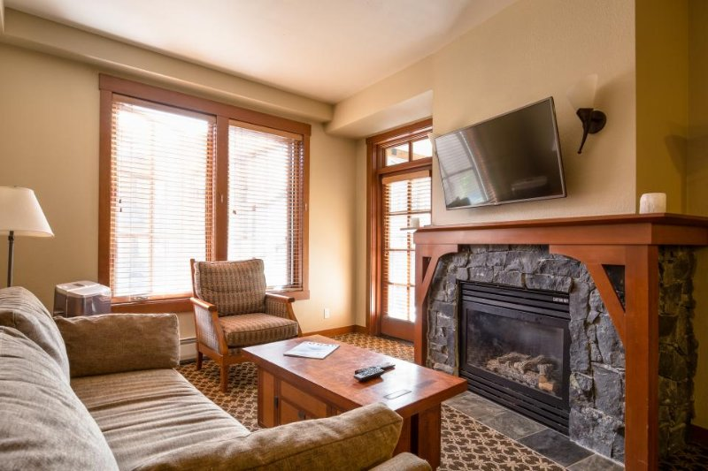 Ski-in/ski-out Village condo with a balcony and shared hot tubs, saunas & a gym! - Image 1 - Alpine Meadows - rentals