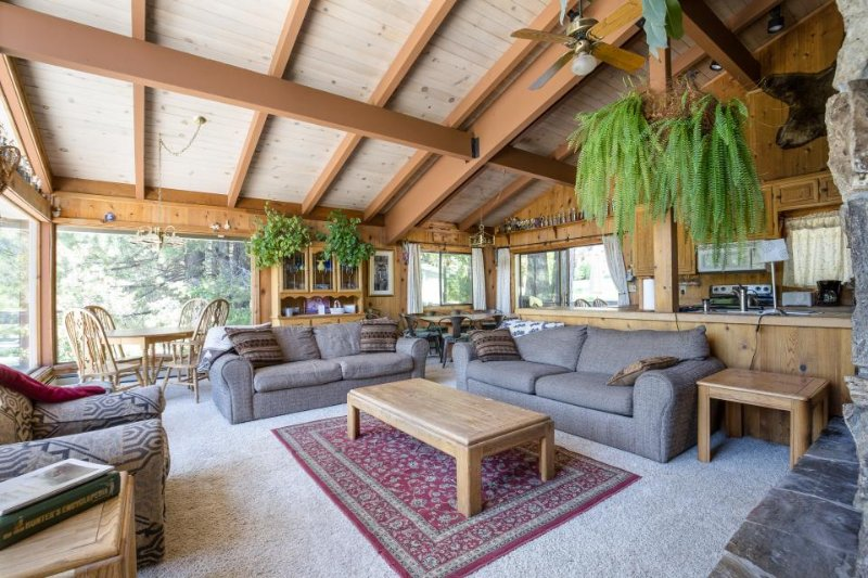 Classic, dog-friendly Squaw Valley home with views, deck, and hot tub! - Image 1 - Alpine Meadows - rentals