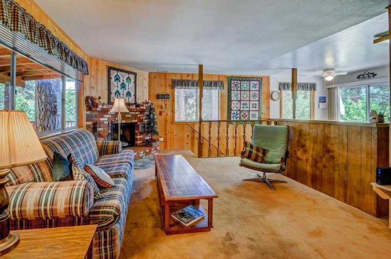 Charming and rustic dog-friendly mountain cabin right on Foster Lake Meadow - Image 1 - Idyllwild - rentals