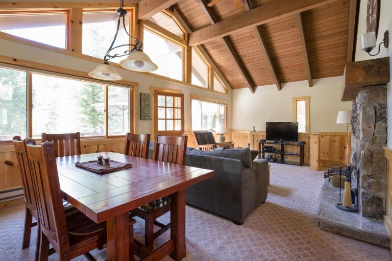 Spacious, newly renovated home w/ lake access and year-round recreation! - Image 1 - Truckee - rentals
