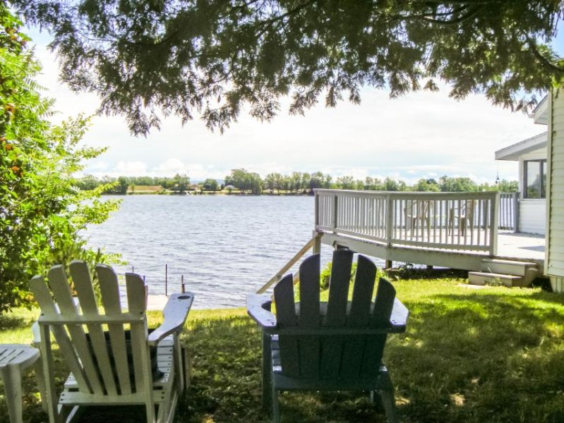Cute dog-friendly cottage w/ dock access right on Lake Champlain - Image 1 - Alburgh - rentals
