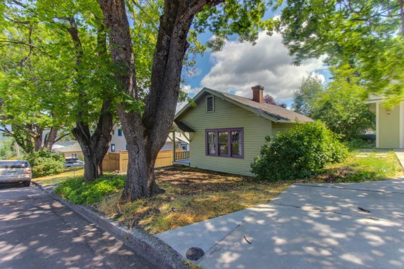 Downtown dog-friendly home, walk to restaurants, breweries, the river & more! - Image 1 - Hood River - rentals