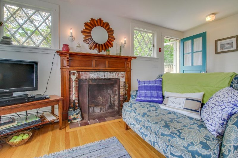 Charming, dog-friendly home near beaches, wineries and marina! - Image 1 - Vineyard Haven - rentals