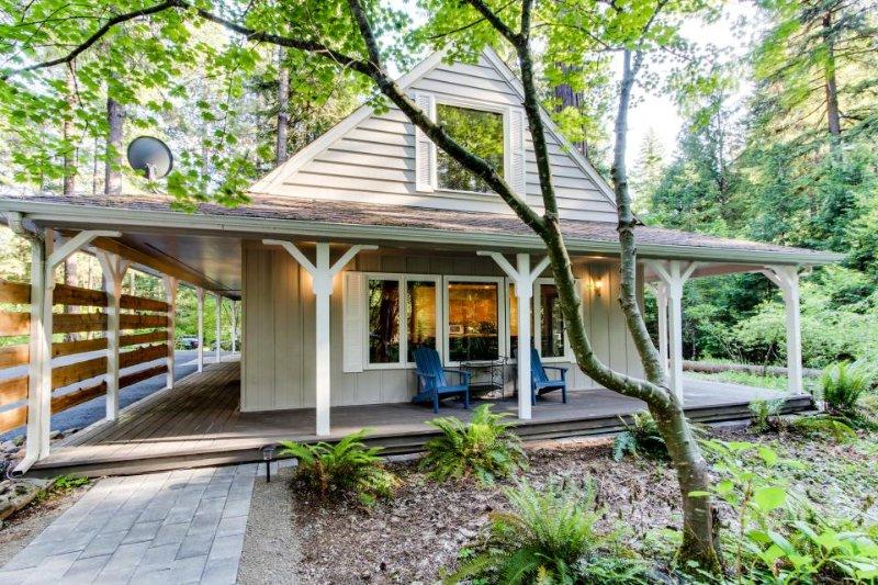 Cozy riverfront cottage w/ tranquil garden landscape & entertainment! - Image 1 - McKenzie Bridge - rentals