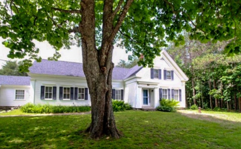 Historic, dog-friendly home w/ lawn, bikes, and walking access to the shore! - Image 1 - Waldoboro - rentals