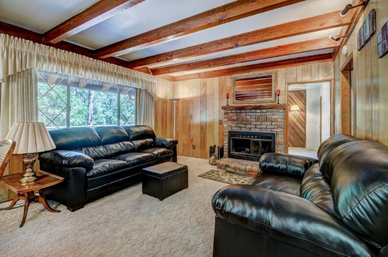 Cozy and inviting mountain cabin with great home essentials & large deck - Image 1 - Idyllwild - rentals