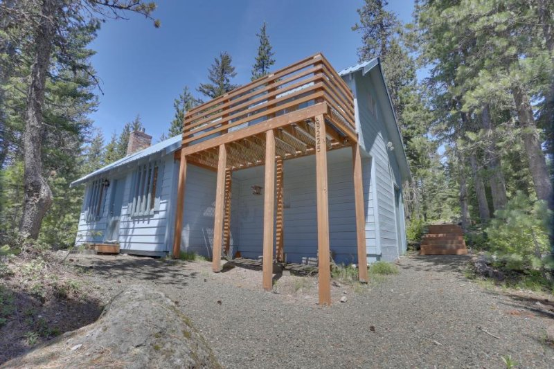 Charming dog-friendly cabin close to ski slopes and town! - Image 1 - Government Camp - rentals