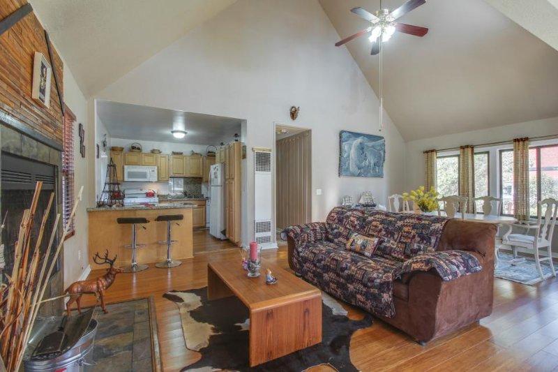 Charming mountain home near the lake, slopes, and town! - Image 1 - Big Bear Lake - rentals