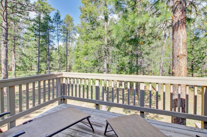 Spacious and open home w/ private hot tub, and SHARC passes! - Image 1 - Sunriver - rentals