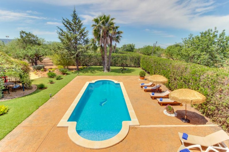 Spacious estate w/ private pool, tennis courts & beautiful garden! - Image 1 - Consell - rentals