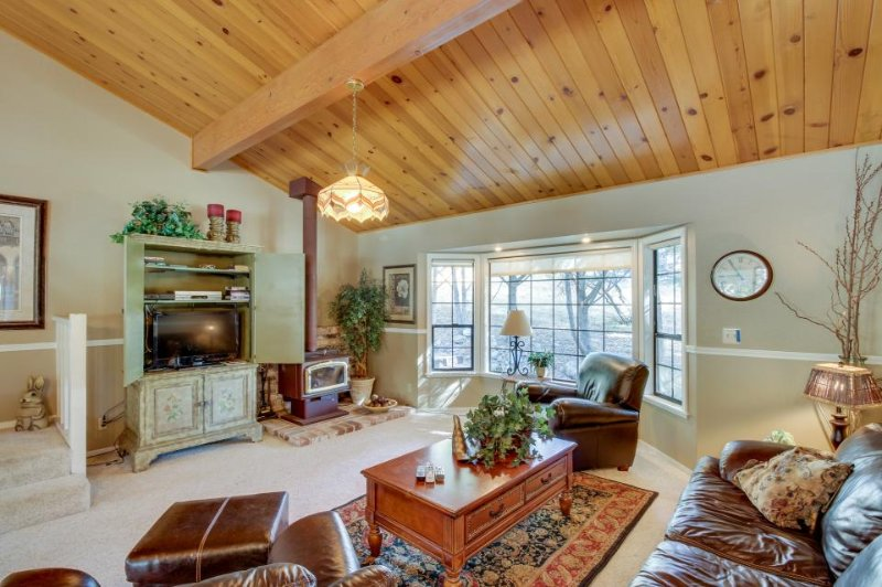 Lakefront house w/private dock, shared pool - 1 block from Dunn Ct. Beach! - Image 1 - Groveland - rentals