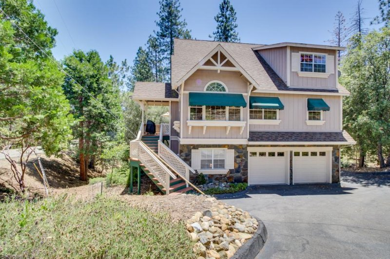 Modern home w/ game room, shared pool, lake access, near Yosemite! - Image 1 - Groveland - rentals