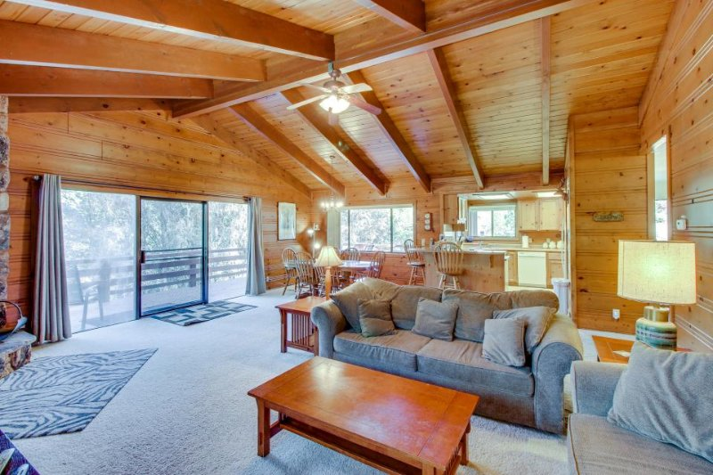 Peaceful, family-friendly cabin w/shared pool & more near Yosemite - Image 1 - Groveland - rentals