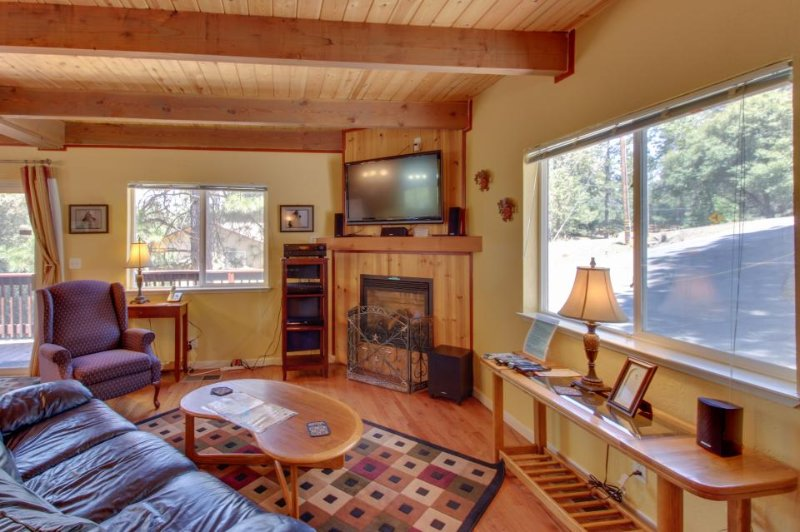 Cozy, family-friendly mountain chalet w/shared pool & more, near Yosemite - Image 1 - Groveland - rentals