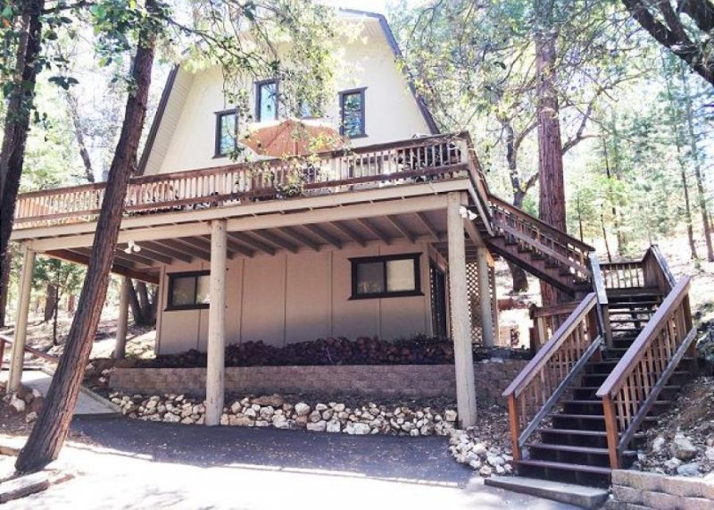 Cozy chalet w/ game table, lake access, shared pool near Yosemite - Image 1 - Groveland - rentals