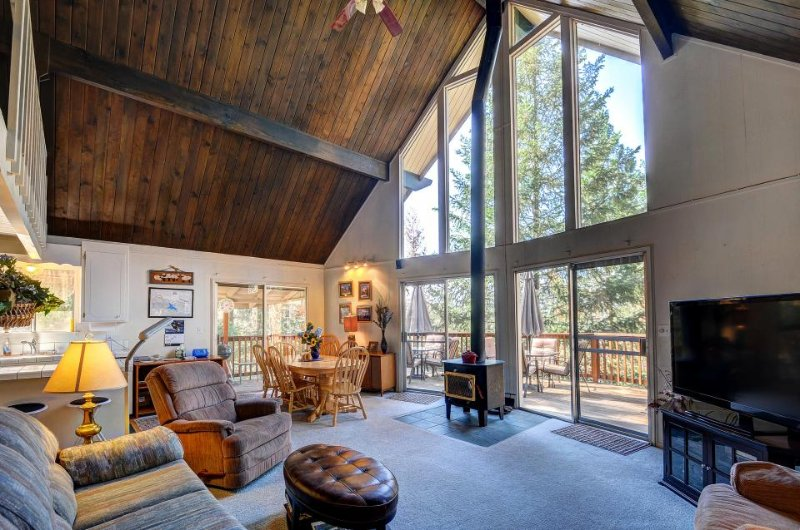Rustic Swiss-style cabin w/ lake and shared pool access. Close to Yosemite! - Image 1 - Groveland - rentals