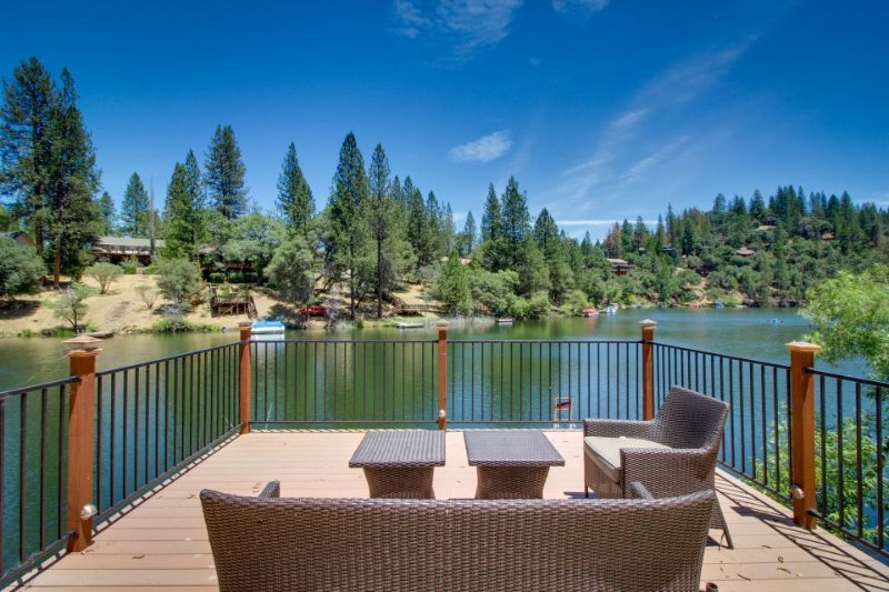 Quiet, lakefront cabin w/ private dock & pool table near Yosemite! - Image 1 - Groveland - rentals