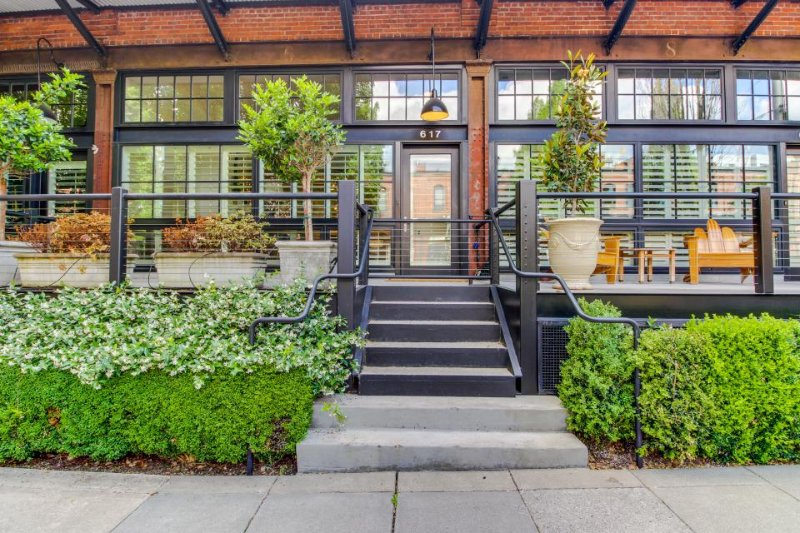 Luxury Pearl District townhome with a deck and gourmet kitchen! - Image 1 - Portland - rentals
