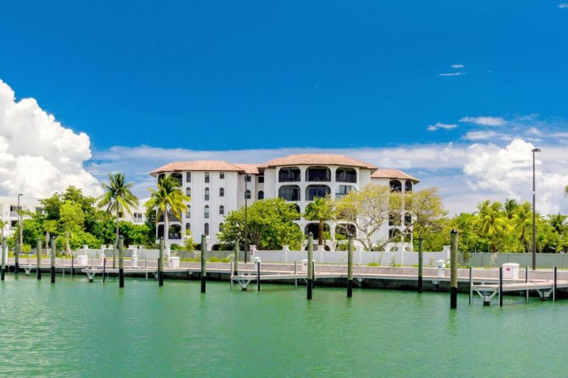 Dog-friendly, bayfront condo w/ gorgeous views plus shared pool & hot tub - Image 1 - Marathon - rentals