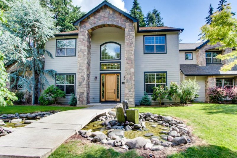 Luxurious home w/ private hot tub, entertainment & more - dogs okay! - Image 1 - Eugene - rentals