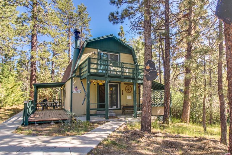 Charming, inviting cabin great for a family - close to town & the lake! - Image 1 - Big Bear Lake - rentals