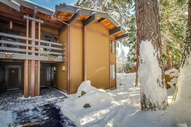 Elegant townhome w/ shared pools, hot tub & gorgeous lake views! - Image 1 - Tahoe City - rentals