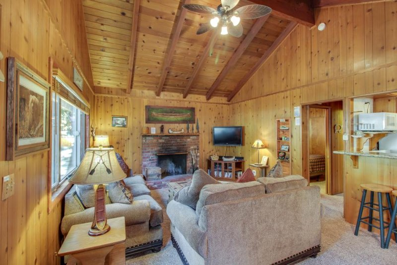 Quiet and cozy cabin w/ hot tub. Close to golf and skiing! Dog-friendly! - Image 1 - Big Bear Lake - rentals
