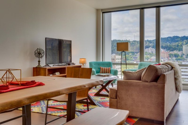 Swanky dog-friendly condo w/ great city views & ideal downtown location! - Image 1 - Portland - rentals