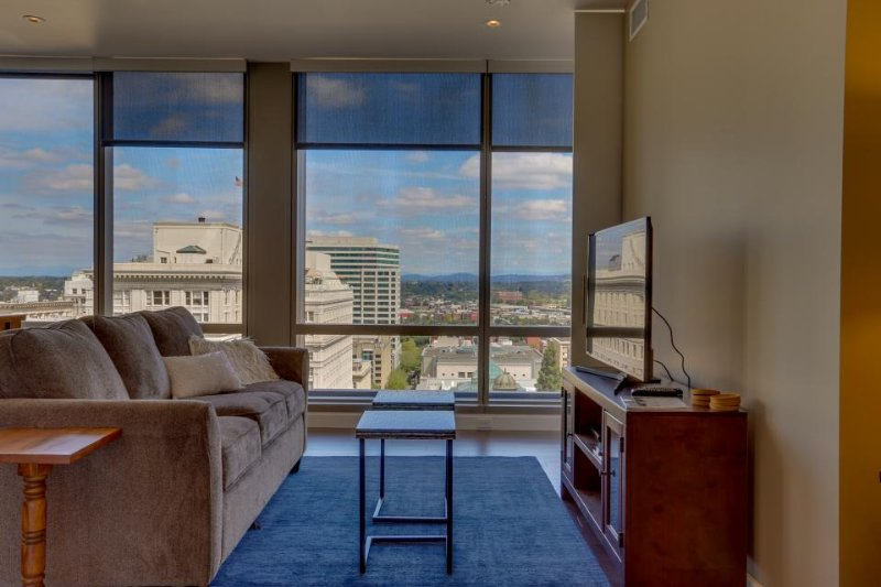 Hip & modern downtown elegance w/ spectacular views of the city - dogs okay! - Image 1 - Portland - rentals