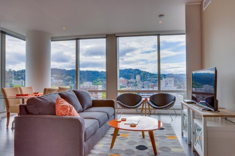 Sleek, dog-friendly condo w/ sweeping city views - great location! - Image 1 - Portland - rentals