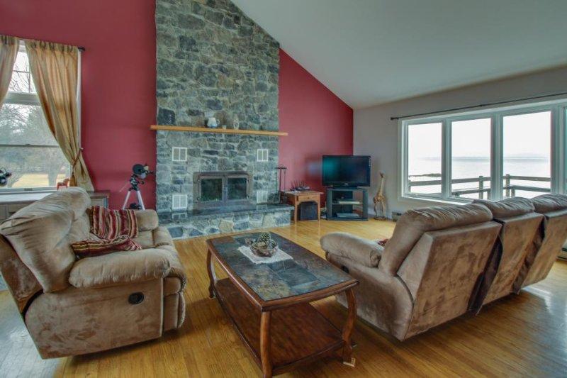 Gorgeous lakefront home with unbeatable lake views, sauna, huge yard! - Image 1 - North Hero - rentals
