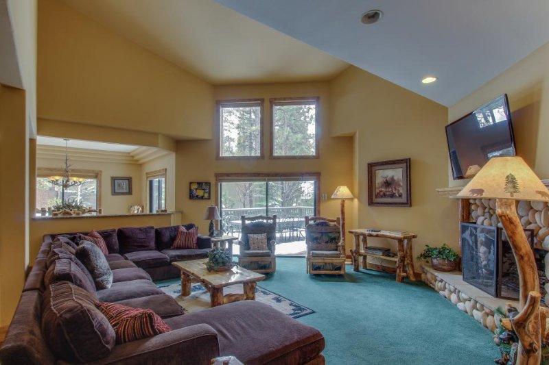 Luxurious Big Bear Lake retreat w/private hot tub, pool table & jetted bathtub! - Image 1 - Big Bear Lake - rentals
