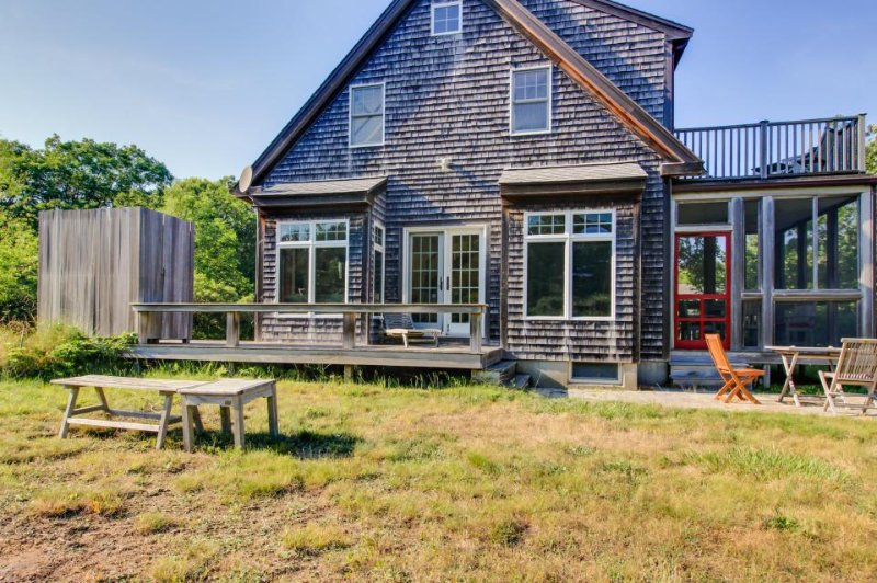 Gorgeous private home with outdoor shower and enclosed porch - Image 1 - West Tisbury - rentals