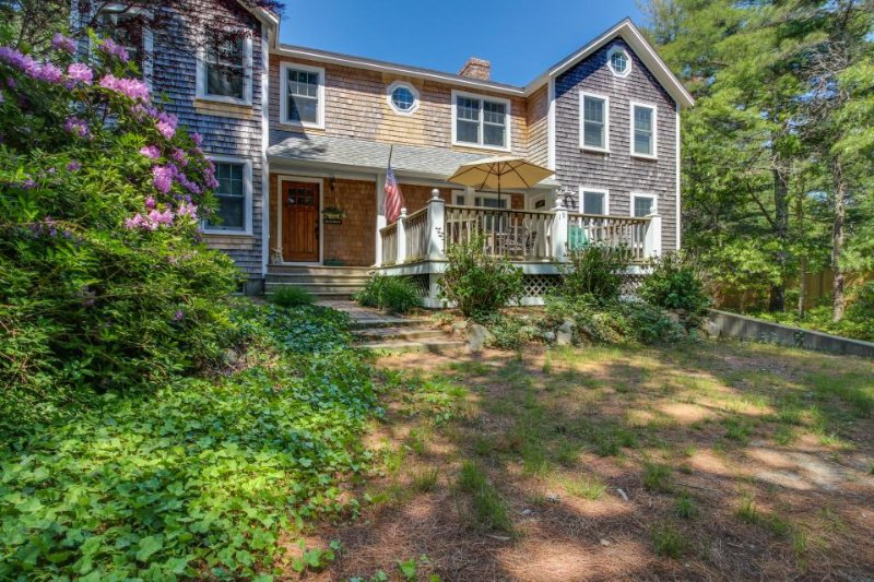 Expansive home w/ fire pit, wet bar and screened in porch - Image 1 - Edgartown - rentals