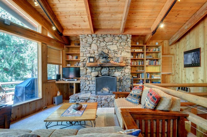 Charming, dog-friendly two-story cabin lodge w/ deck - great for families! - Image 1 - Idyllwild - rentals