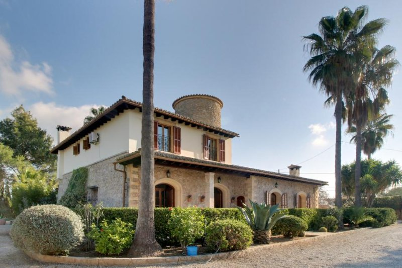 Gorgeous Spanish villa w/ large garden, private pool & tennis - Image 1 - Inca - rentals