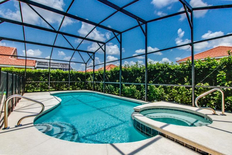 Gated community home w/ a pool, Jacuzzi, close to theme parks - Image 1 - Davenport - rentals