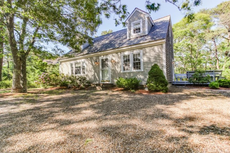Sweet house with a beautiful deck, community tennis courts & easy town access! - Image 1 - Edgartown - rentals